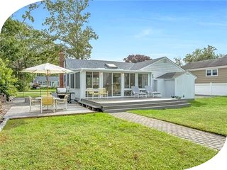 Villa Patrizia - 3 Bedroom Dockside Hamptons Cottage, East Quogue