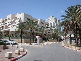 Two Bedroom - Duplex Vacation Apartment, Herzlia