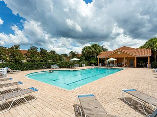 1 mile from Disney, Gated comm- Large, new townhome- 3