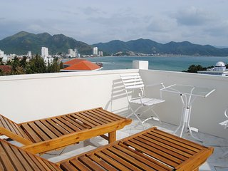 Mai house - ocean view 1st floor apartment on Hon Chong hill - Nha Trang city