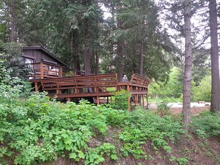 Pet- Friendly, Cedar Forest Retreat - Sandpoint, Sagle