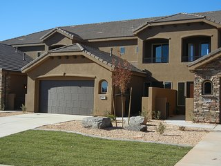 Beautiful 5 bed St. George Townhome - Coral Canyon