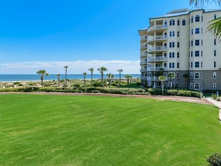 Oceanfront Luxury. Ritz-Carlton 100 steps away!, Fernandina Beach