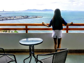 Pattaya Cozy Studio Private Beach front panorama view on 18FL. Ideal for gettaway