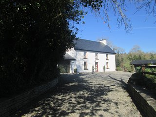 Cosy south facing sunny cottage Ballylickey, Bantry - on the Wild Atlantic Way