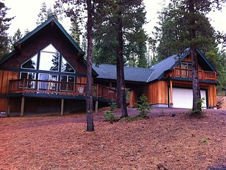 Beautiful 4 bd/3bath Crescent Lake/Odell Lake Vacation Rental. Sleeps up to 11