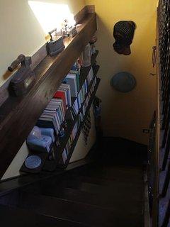 Libreria a ridosso della scala