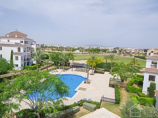 Penthouse apartment -  light and bright with great sun terrace!, Roldán