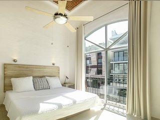 Gav 309 Master bedroom with full bathroom