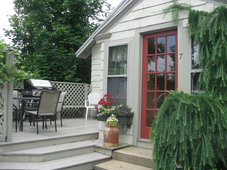 Desirable 3 BR Intown Bungalow, 5 min to Beach and Restaurants, Ogunquit