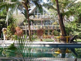 Casa Chalet SatTV, Wifi, 5 bedrooms, 4 a/c ,4 bathroom, living room,  large pool
