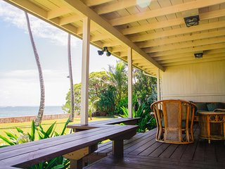 Aloha Hawaiian House - Beachfront/ AC/ near PCC and other famous destinations