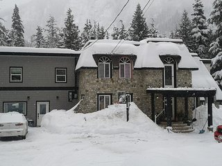 Stone Castle Guest House,sleeps 6 adults in there own beds, hot tub,brando new!!