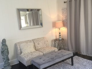 BEST 2BR in LA! Close to Everything! 5 min to Convention Center &DTLA, Los Angeles