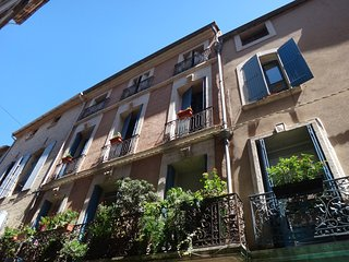 Elegant, Family Friendly 2 Bedroom Apartment In The Centre of Pezenas, France