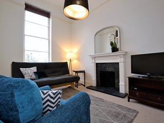 ✭Regency Elegance ✭High Ceilings ✭Private Parking, Cheltenham