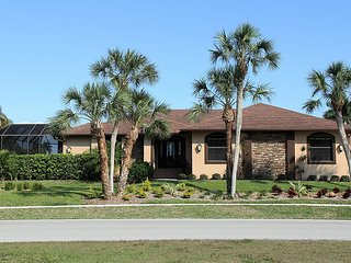 WATERFRONT HOME CLOSE TO RESTAURANTS!, Marco Island