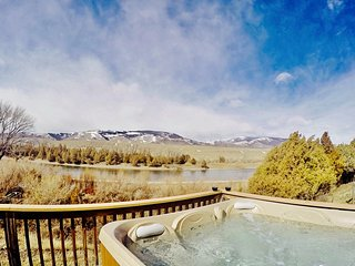 Yellowstone Riverside Cottage-Hot Tub-Fishing-