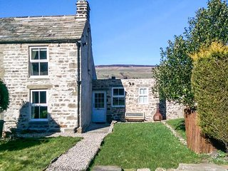 HOLMLEA end-terrace stone cottage, woodburning stove, WiFi, pet-friendly, in Mickleton, Ref 935783