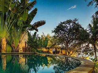 OnlYou Beach Front Villa, Bunutan