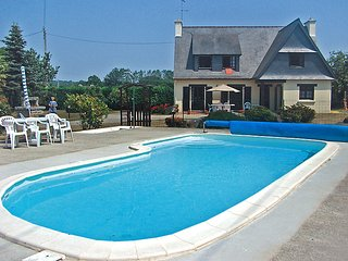 4 bedroom Villa in Tregunc, Brittany, France : ref 5699632