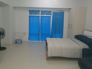 Short term daily rent. 1 bedroom w/ balcony, Serendra across SM Aura BGC Taguig.