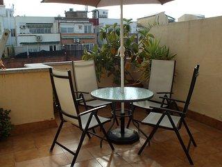 ATTIC VIEWS SAGRADA FAMILIA: private terrace, free Wifi, lift, A/C, Barcelone