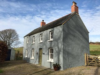 Beautiful family-friendly house just a couple of minutes from the coast, Castlemorris