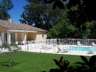 Belle propriete - piscine chauffee - jardin arbore 5000 m2 - St Remy de Pce