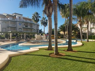 2BR, private garden in residence with pool, 5min walking from beach