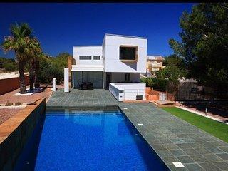 5 Bed Detached / 4 Bathrooms XXL Villa / Pool / Wi-Fi / A/C - Villamartin