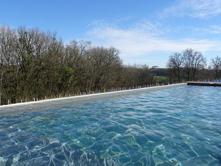 Stone gite, heated pool & jacuzzi 2-4 people close to Collonges la Rouge