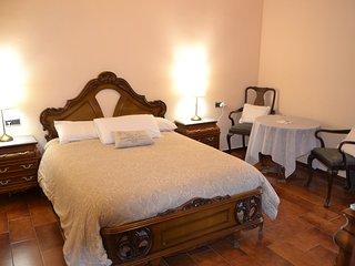 Habitación doble con baño privado, wifi, aparcamiento y desayuno., Mijas
