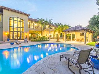 Villa Janine - Luxurious 8 Bedroom Villa w/ Private Pool, Coral Gables