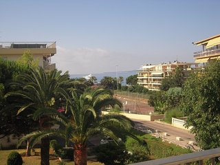 appartement 65 m2 150 m de la plage-terrasse-1 chambre 4 couchage -parking-nice, St-Laurent du Var