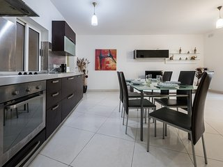 Central & Spacious 3 Bdr Apartment - St Julians