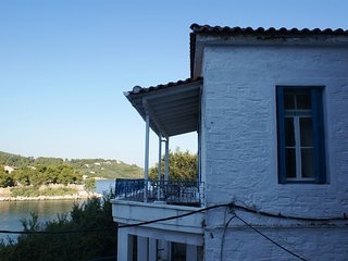 Casa Mia, characterful townhouse with sea views, Ciudad de Skiathos