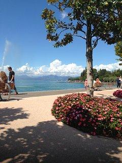 The famous lake promenade
