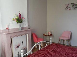 """La Maison Grenadine - chambre """"aux roses"""""""