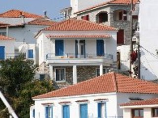 Casa Mia, characterful townhouse with sea views, Skiathos Town