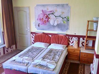 Spacious, cozy room in villa Summer House Seaempress