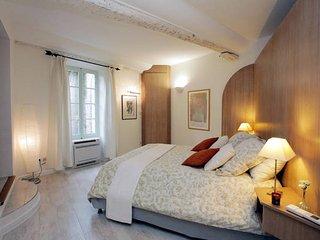 L'Elégante - Maison de village avec jacuzzi privatif - jusqu'à 8 couchages