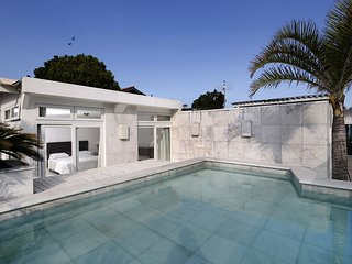 Rio044-Four bedroom penthouse in Ipanema with sea-view and pool