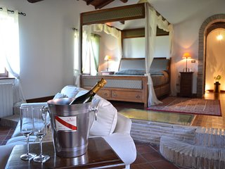 Capo di Bove Master Suite in gorgeous villa near center of Rome