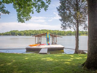 Golden Getaway Lakefront w/ dock, Nashville, TN