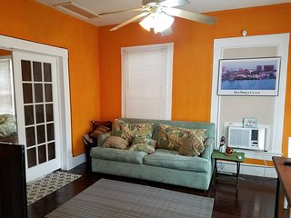 Seawall Sunrise Bungalow, one block to the beach and pets allowed!