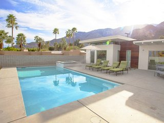 Villa Annika - Beautiful Villa w/ Large Pool and Spa, Palm Springs