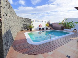 Huge pool in a two bedroom villa, 1 km from Papagayo Beach