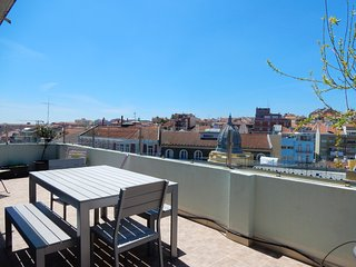 AR1 - Lisbon Penthouse is a charming 4bedroom/2bath spacious property with a large terrace with city and river views