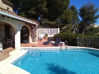 LARGE FOUR BEDROOMED VILLA WITH AMAZING SEA VIEWS. WALKING DISTANCE TO AMENITIES, Moraira